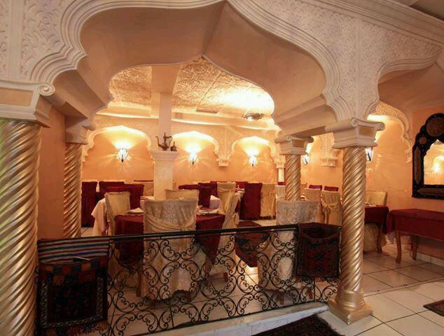 Intérieur du restaurant, tables, le palais bahia, nantes