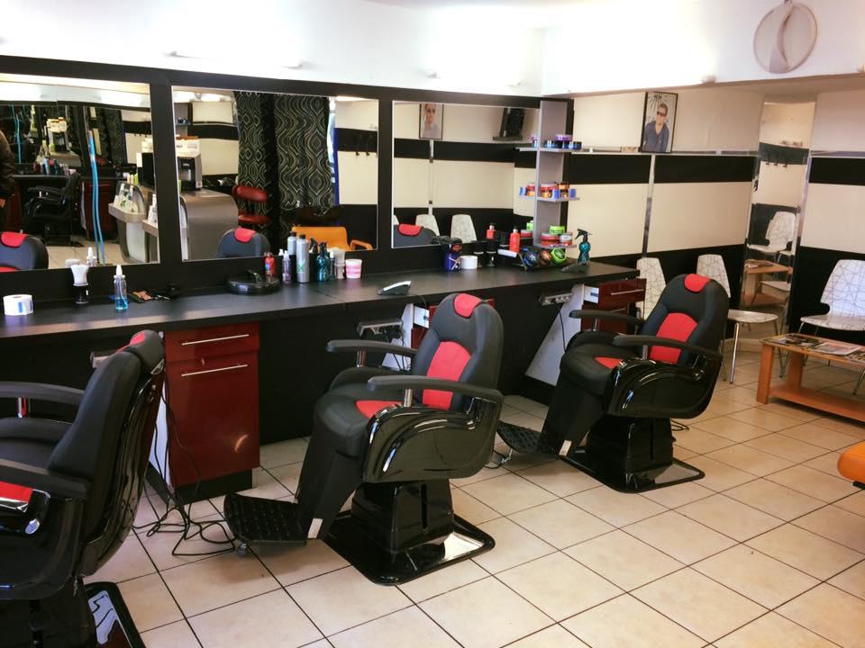 Intérieur du salon de coiffures, Coiffeur de commerce chez nabil, Nantes