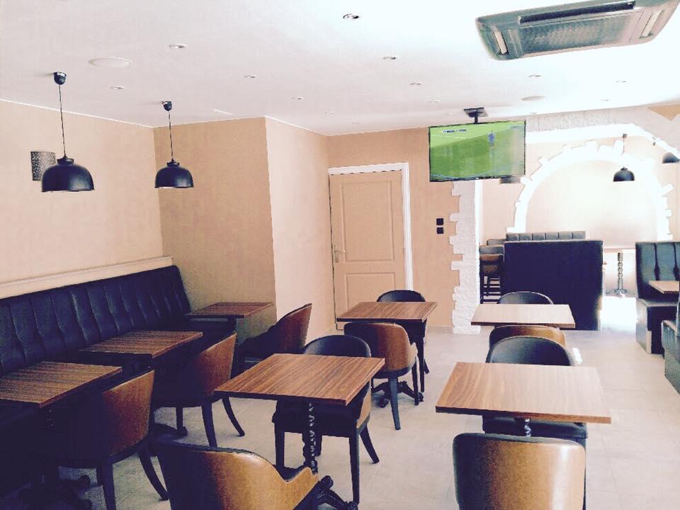 Salle, Le Plaza Burger Café, bledyshop